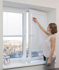 Жалюзі для металопластикових вікон: стильно, практично, безпечно
